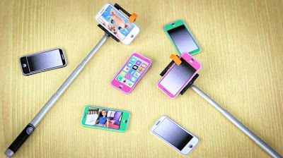 #SELFIE : How to Make a Doll Selfie Stick and Printable Cell Phone