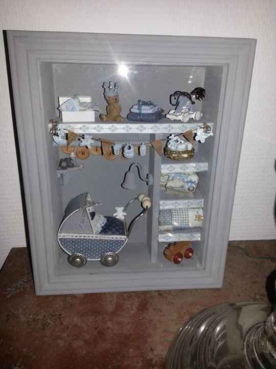 @ tachterhuisje Geboorte vitrine voor Julian