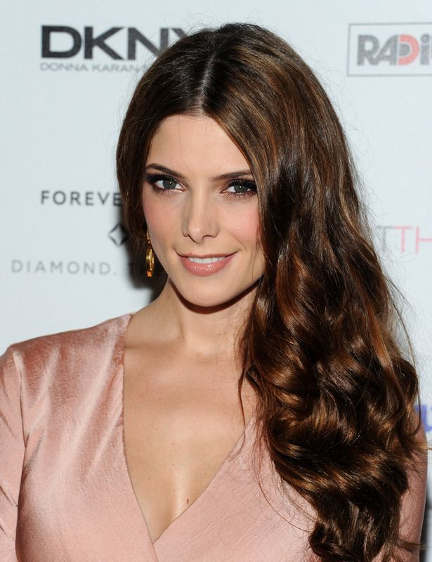 Ashley Greene con reflejos miel