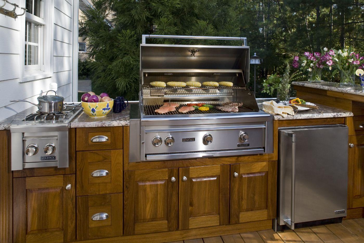 Atlantis Outdoor Kitchens Aok Outdoor Spaces Gallery Outdoor Kitchen Cabinets Outdoor Kitchen Outdoor Kitchen Appliances