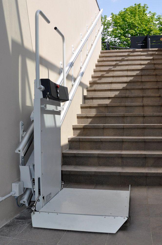 Plataforma salvaescaleras LOGIC  Equipo Discapacidades en