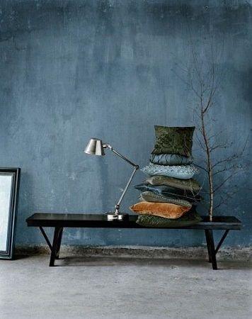 blauwe muur in jeans kleur | Verf voor in de woonkamer | Pinterest ...