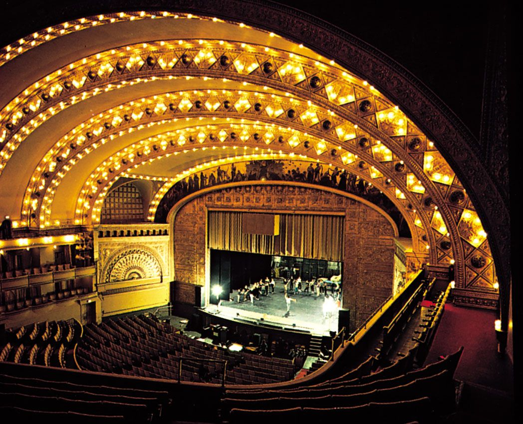 The Interior Of The Auditorium Building In Chicago Built In 1887 The Rectangular Frame Around The Stage Is The Lyric Opera Chicago Architecture Chicago Photos