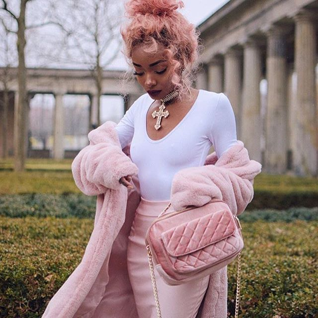 Pink and white vibes @nyanelebajoa . #herstyledaily #pink #pinkvibes #ohpolly #fawnstar #pullandbear #blogger #beautyblog #fashionblogger #ootd #fashionaddict #style #instadiary #instafashion #fashiondaily #pictureoftheday #lfl #igหลักfashion_sayko #igfashion #ig #igersoftheday