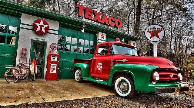 TEXACO GAS STATION 55 CHEV FORD COUPE