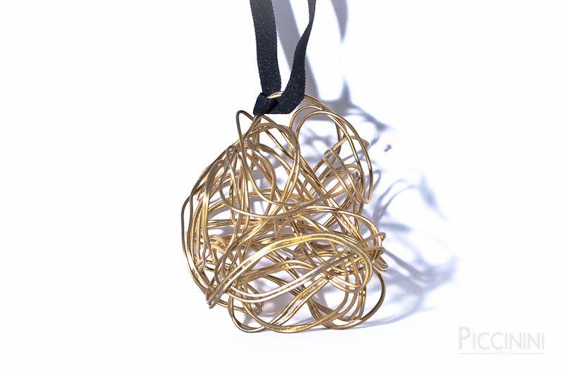 Ciondolo del artista Italiano Andrea Valentino Piccinini AVP per il brand di disegno e creazione gioielli di arte da indossare #art   #artist   #wear   #wearables   #arttowear   #gioielli   #newyork   #modena   #italy   #italian   #italianfood   #expo2015   #expomilano2015   #milano   #roma   #losangeles   #jewelry   #women   #girls   #gift   #luxury   #upcycling   #piccinini1953   #arte   #moda   #vestire   #bag      http://www.piccinini1953.com/shop