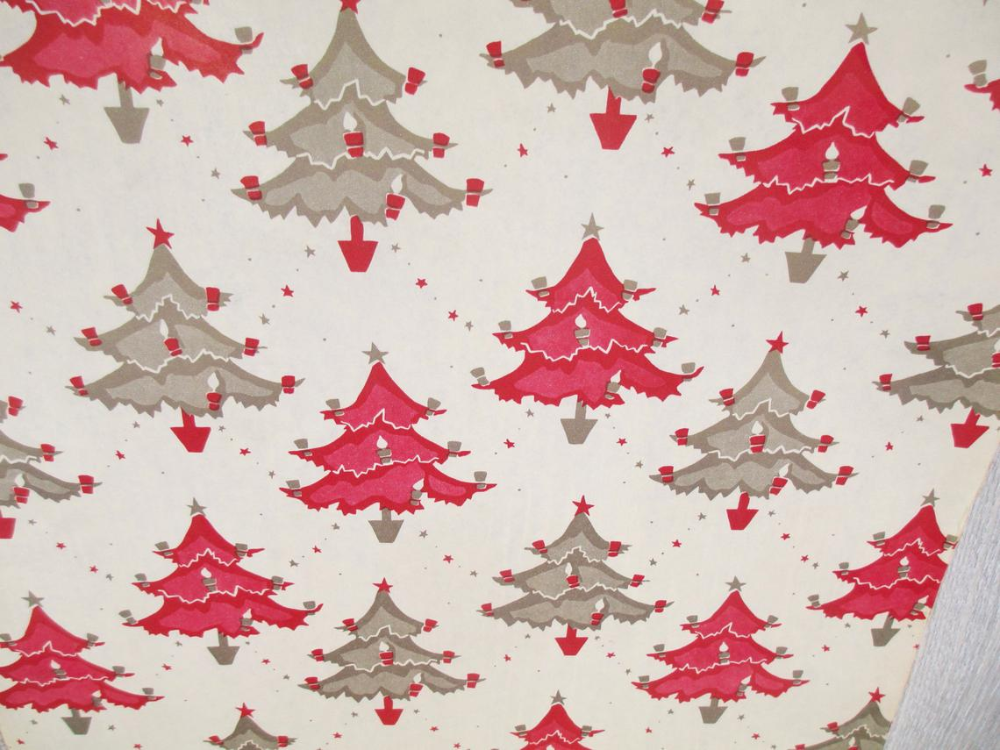 8 Sheet Silver Holly Christmas Tissue Paper