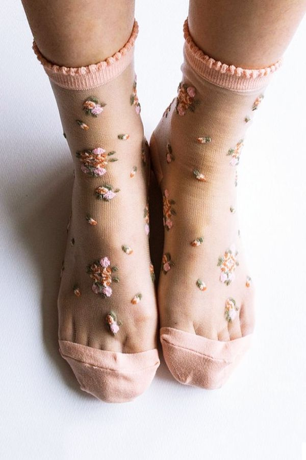 This is how sheer socks become a trend in 2018 – fashion & beauty