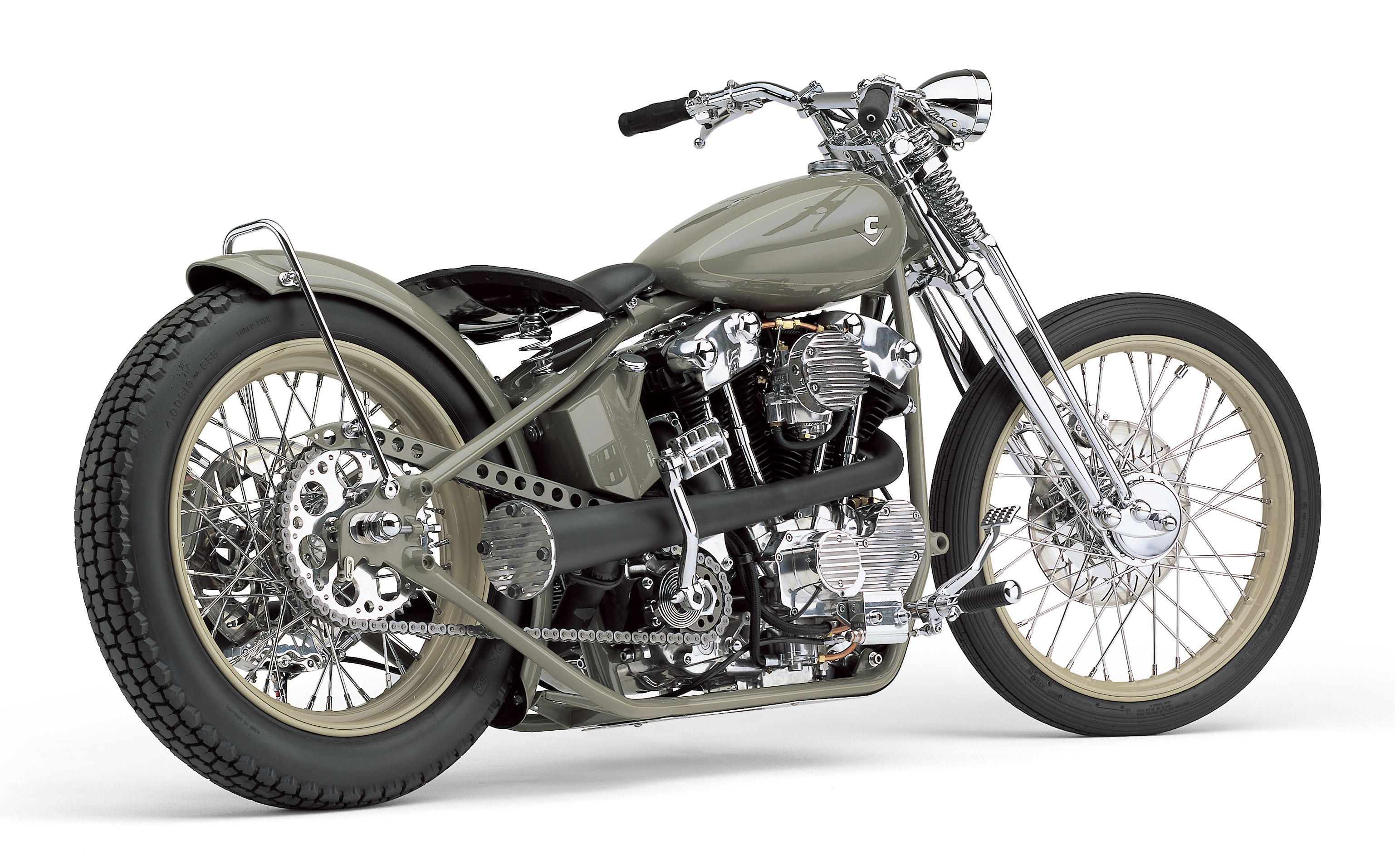 """Cobra USA's """"Knuckster"""" is part Harley-Davidson Knucklehead and part Sportster. The motor's look was inspired by the backyard hop-up artists who transplanted Knucklehead top ends onto Sportster engine cases—but in this case, the whole motor is a modern 100-horsepower S Buell powerplant."""