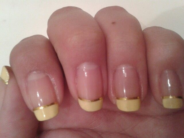 Yellow french nails <3