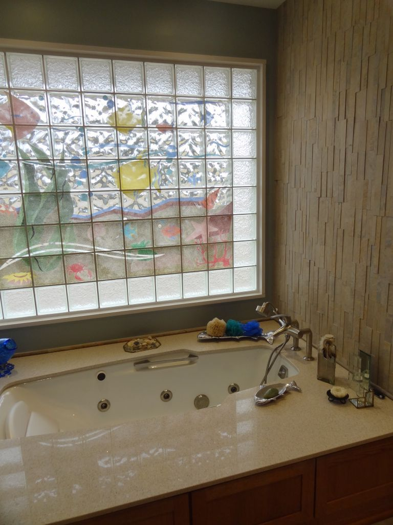 decorative glass block bath window with a different pattern border and an aquarium mural in columbus