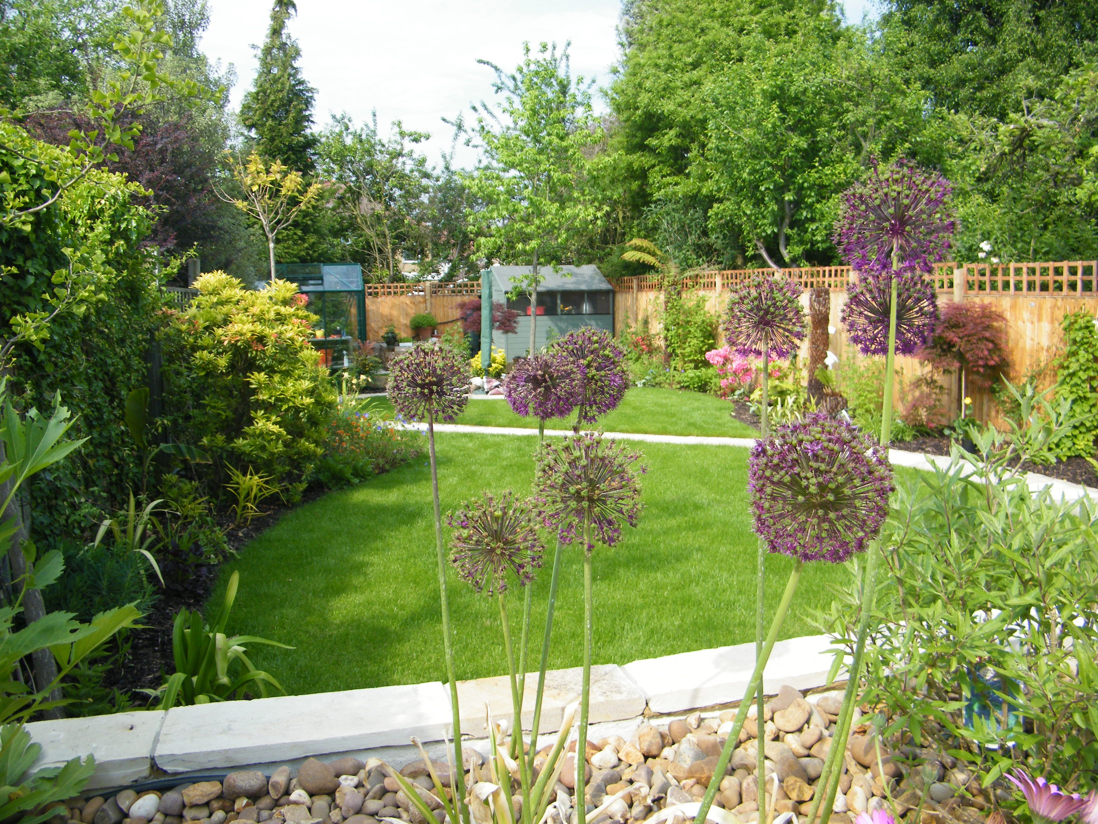 this is a small traditional garden design in beckenham kent
