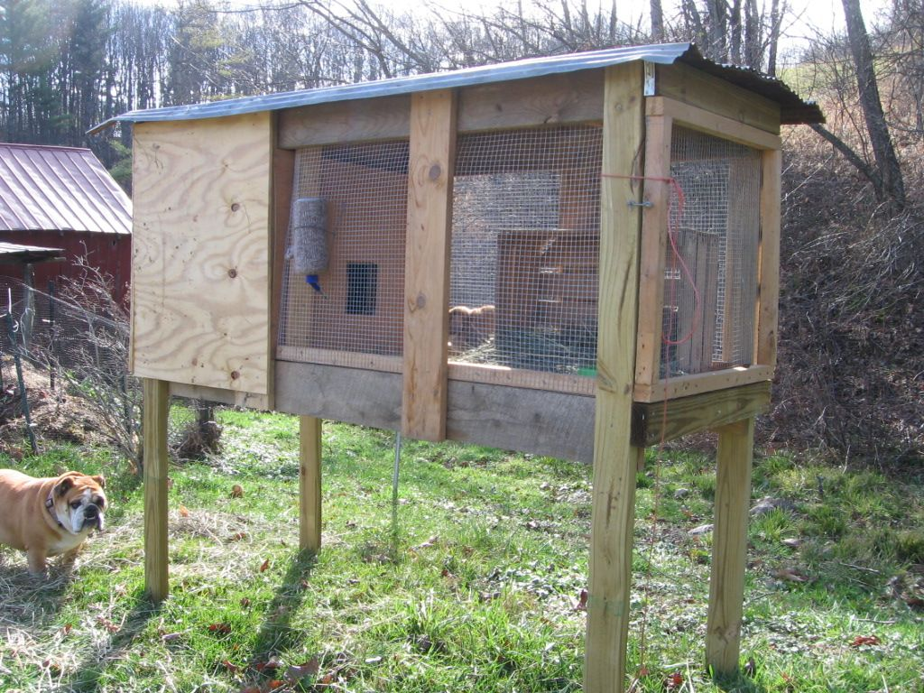 Building a rabbit hutch out of pallets rabbit hutch for Homemade bunny houses