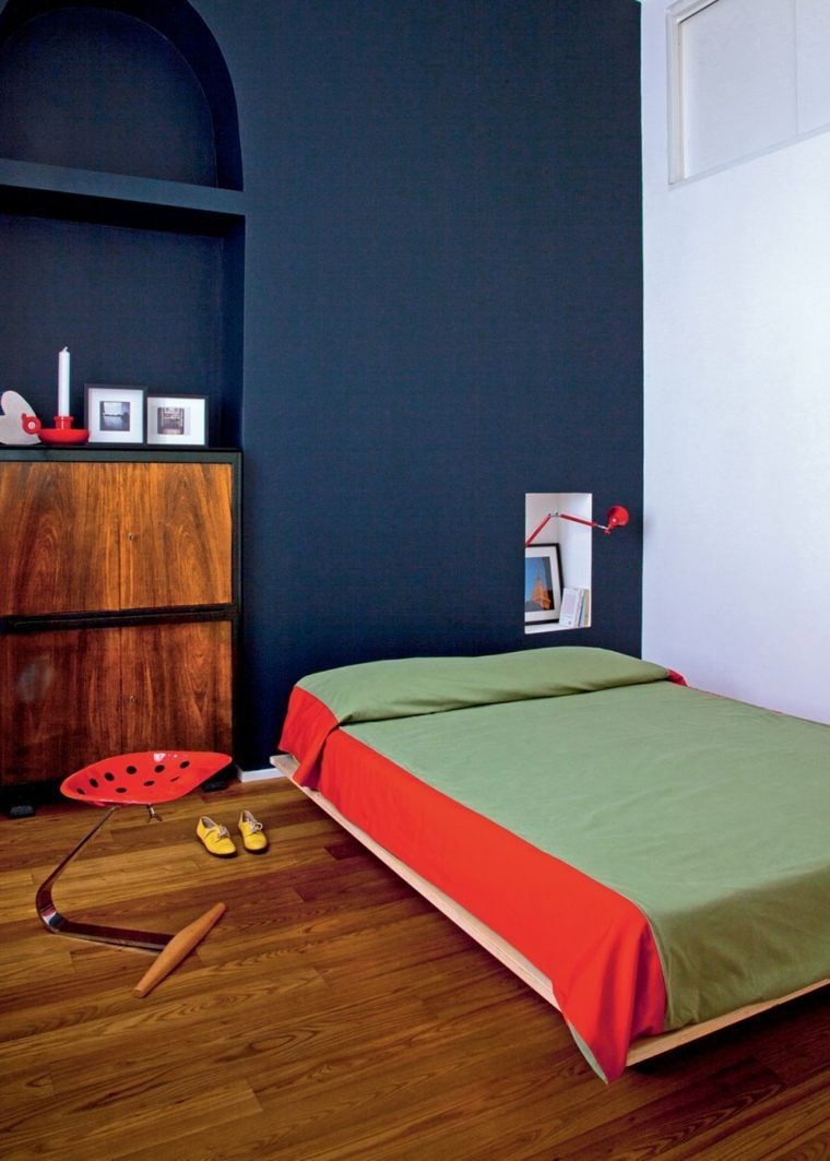pareti-camera-da-letto-blu-pavimento-in-legno | INTERIOR DESIGN in ...