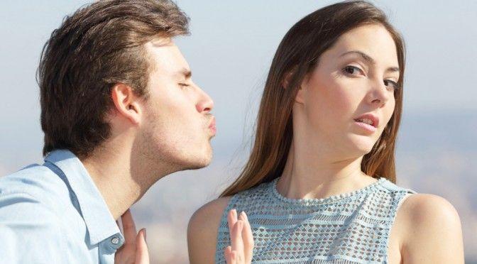 無理矢理でもキスをして女性の唇を奪う男性心理とは?