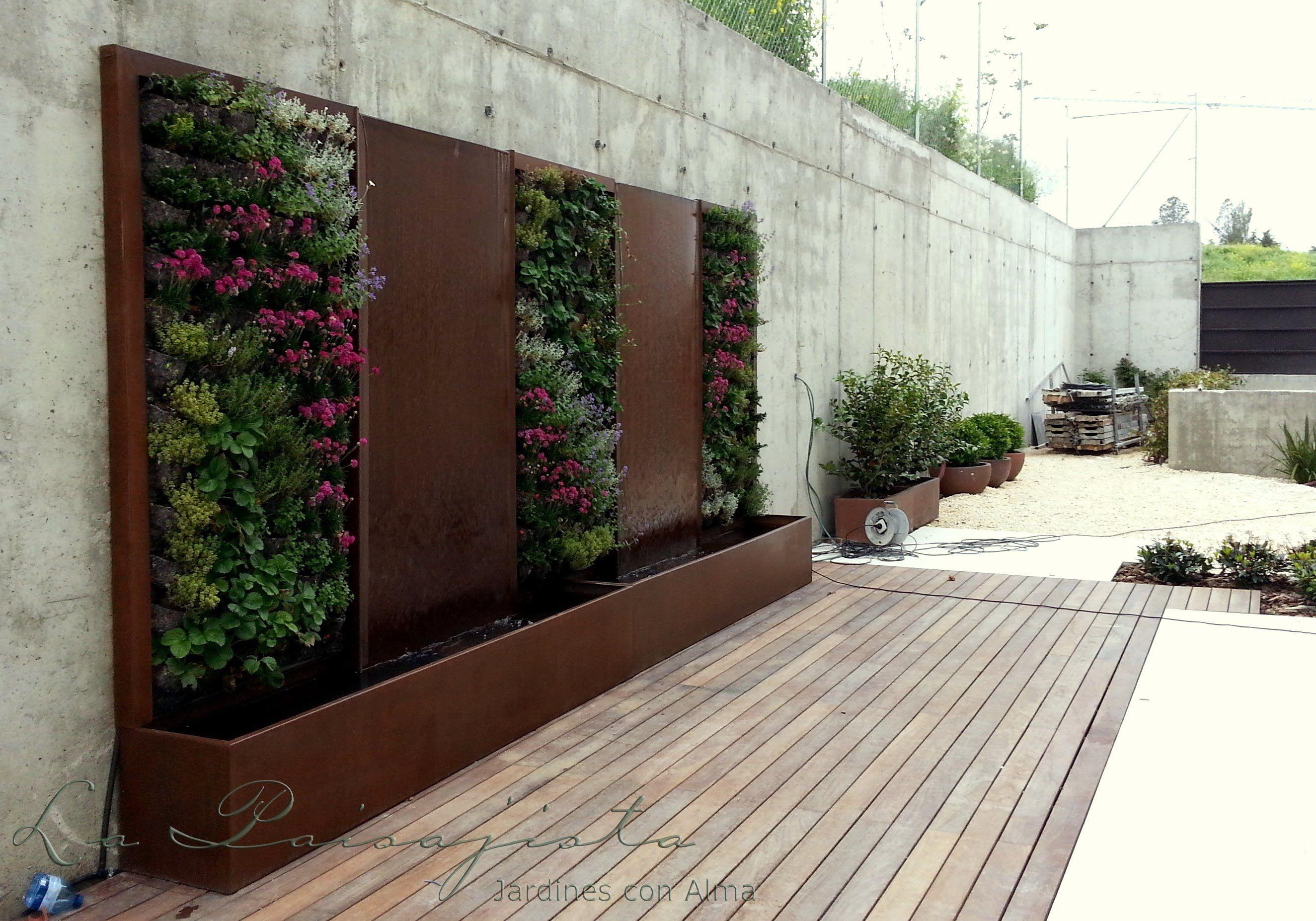 Fuente de acero corten y jardin vertical mi terraza jr jelen acero corten acero y muros - Fuente terraza ...