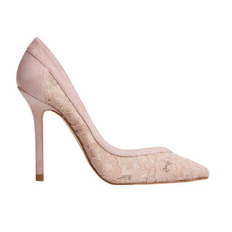 zapatos de salon nude de ante y encaje con tacon de 10 centimetros