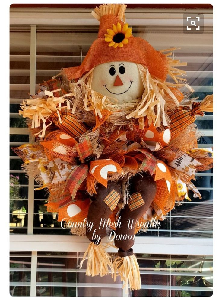 20 Amazing DIY Wreaths to Craft This Fall #scarecrowwreath