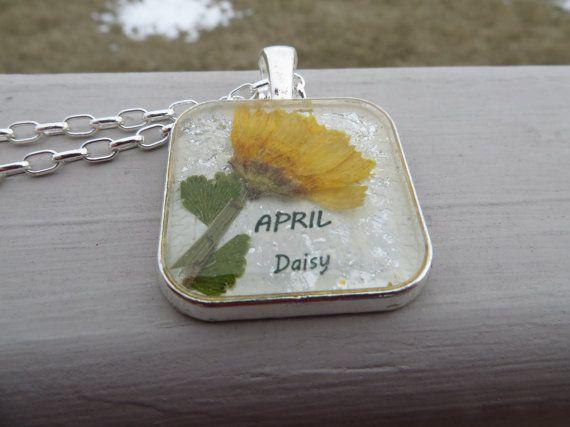 April Birth Flower-Statement Necklace-Resin Pendant-Real Daisy flower-Real Flower Necklace