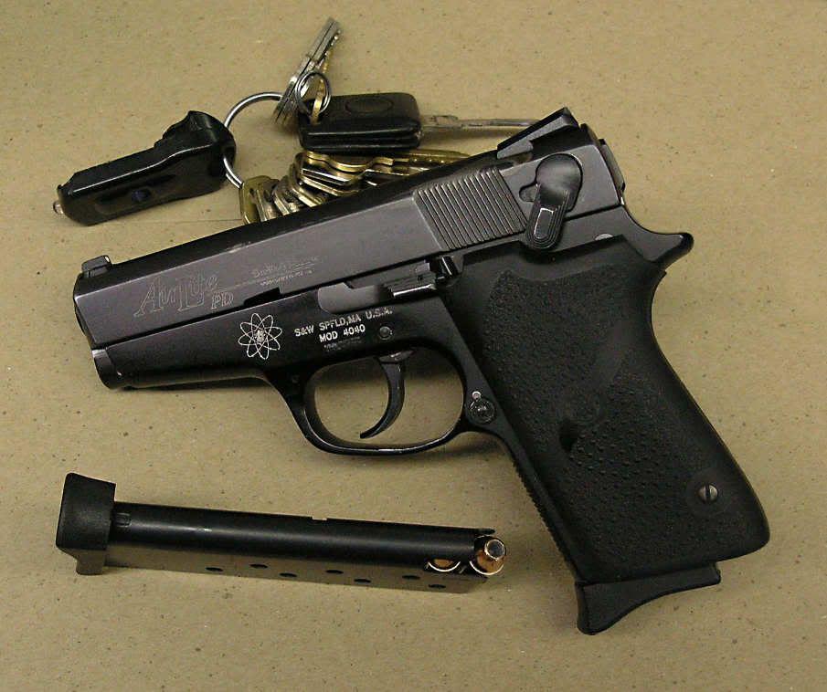 Smith & Wesson model 4040pd  40 Scandium frame, carbon steel slide