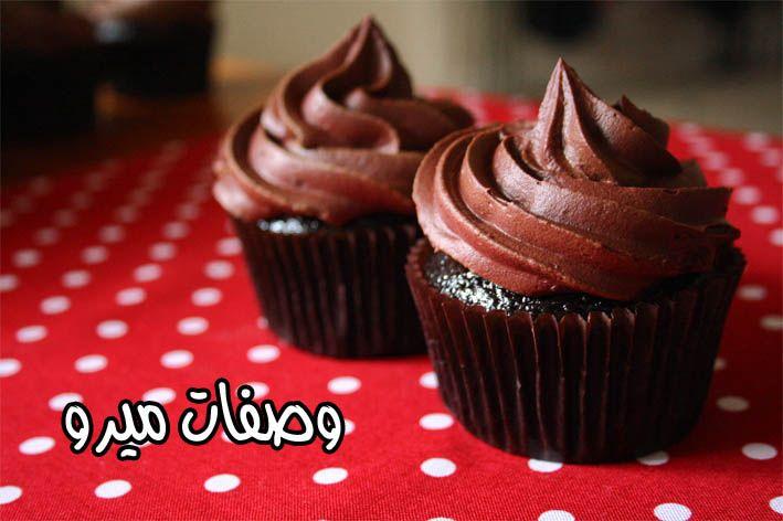كب كيك شوكولاته وصـفـات مـيـرو Sour Cream Frosting Cupcake Recipes Chocolate Sour Cream Chocolate Frosting