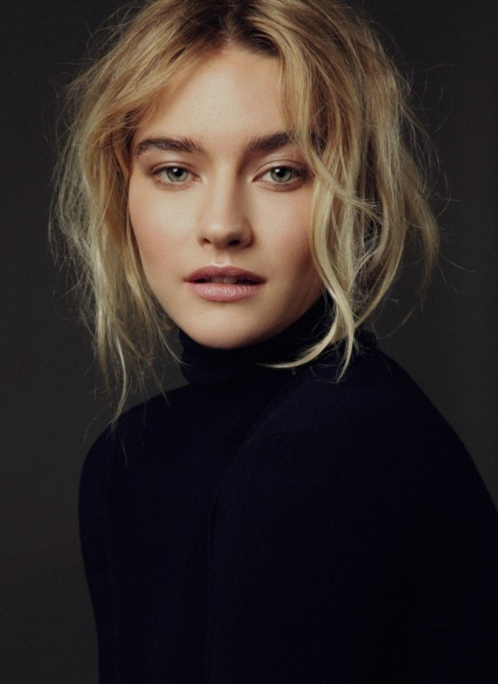 Cool 30 Minimalist Make Up Looks to Get Inspired from https://www.fashionetter.com/2017/04/07/minimalist-make-looks-get-inspired/