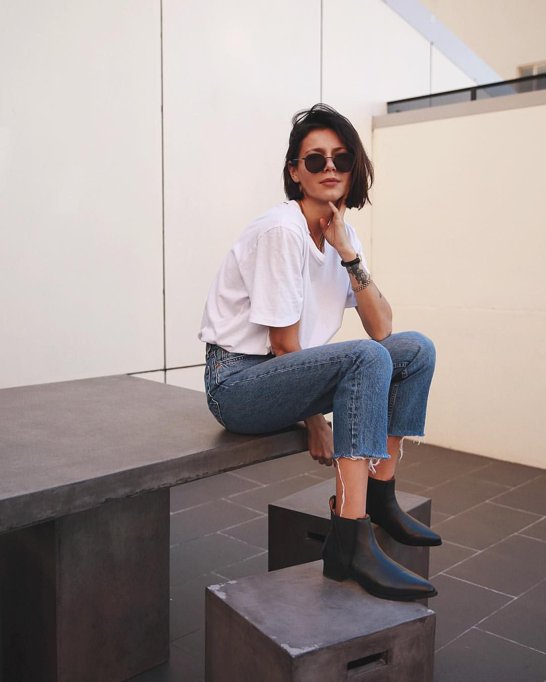 Keep your toes cozy (and chic!) this season. My favourite classic Chelsea boots by @baredfootwear #ootd #skinnyjeansandankleboots