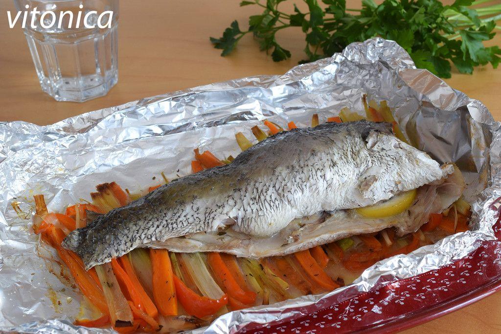 Corvina Al Papillote Con Verduras Receta Saludable De Pescado Al Horno Receta Salud Fitness En 2020 Pescado Al Horno Platos Con Pescado Recetas Saludables