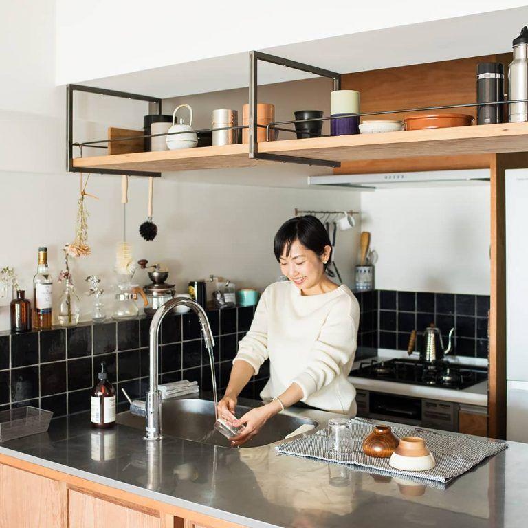 壁も天井もフル活用 4帖 でも使いやすく すっきり収納のキッチンづくり 造作キッチン キッチンインテリアデザイン 狭いキッチン レイアウト