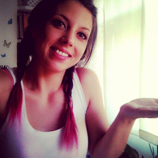con el pelo rosa