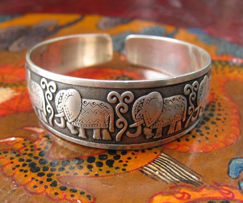 elephant bracelet - i'm going to need this.
