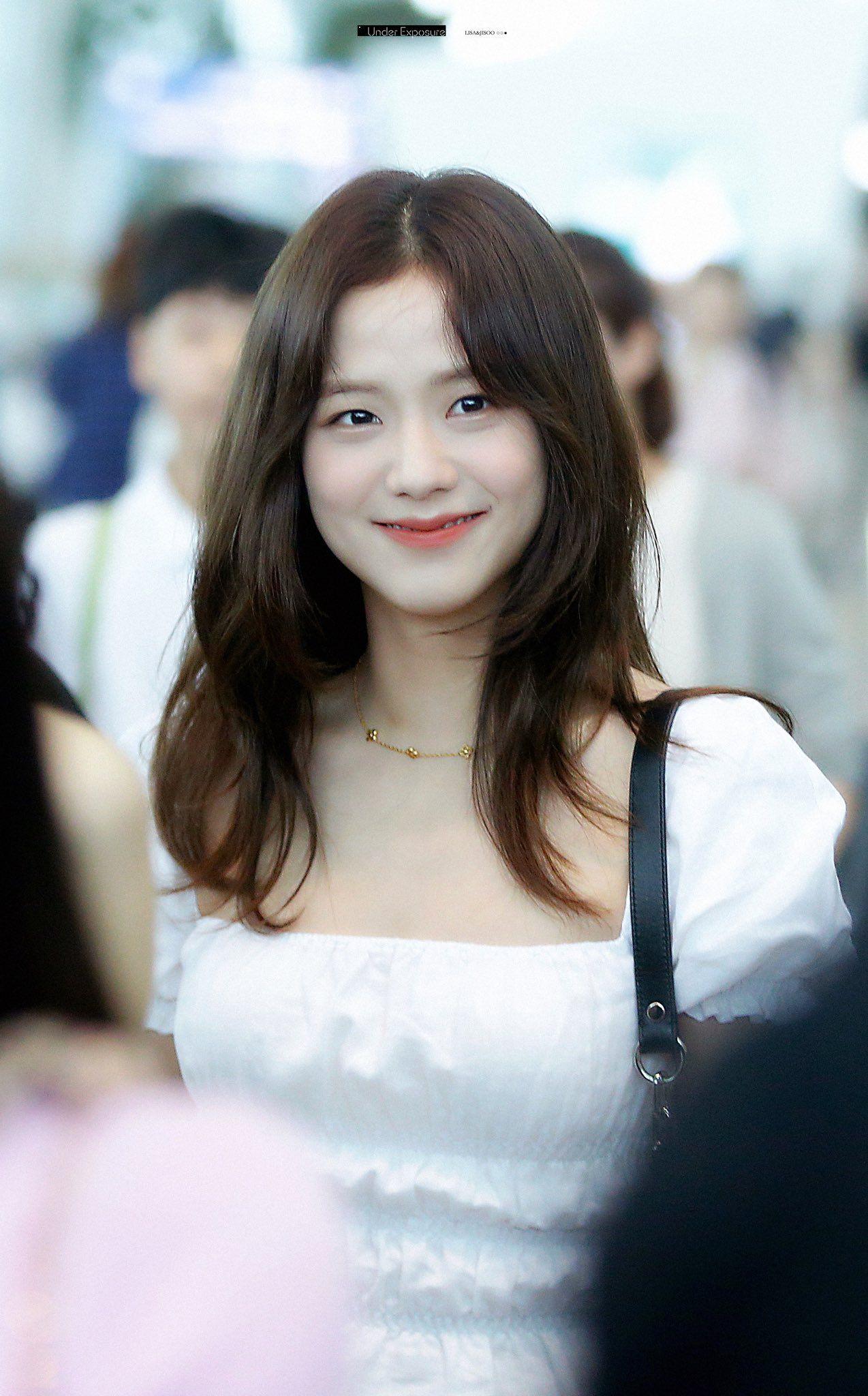 Under Exposure Lisa Jisoo On Twitter Short Hair Styles Medium Hair Styles Medium Length Hair Styles