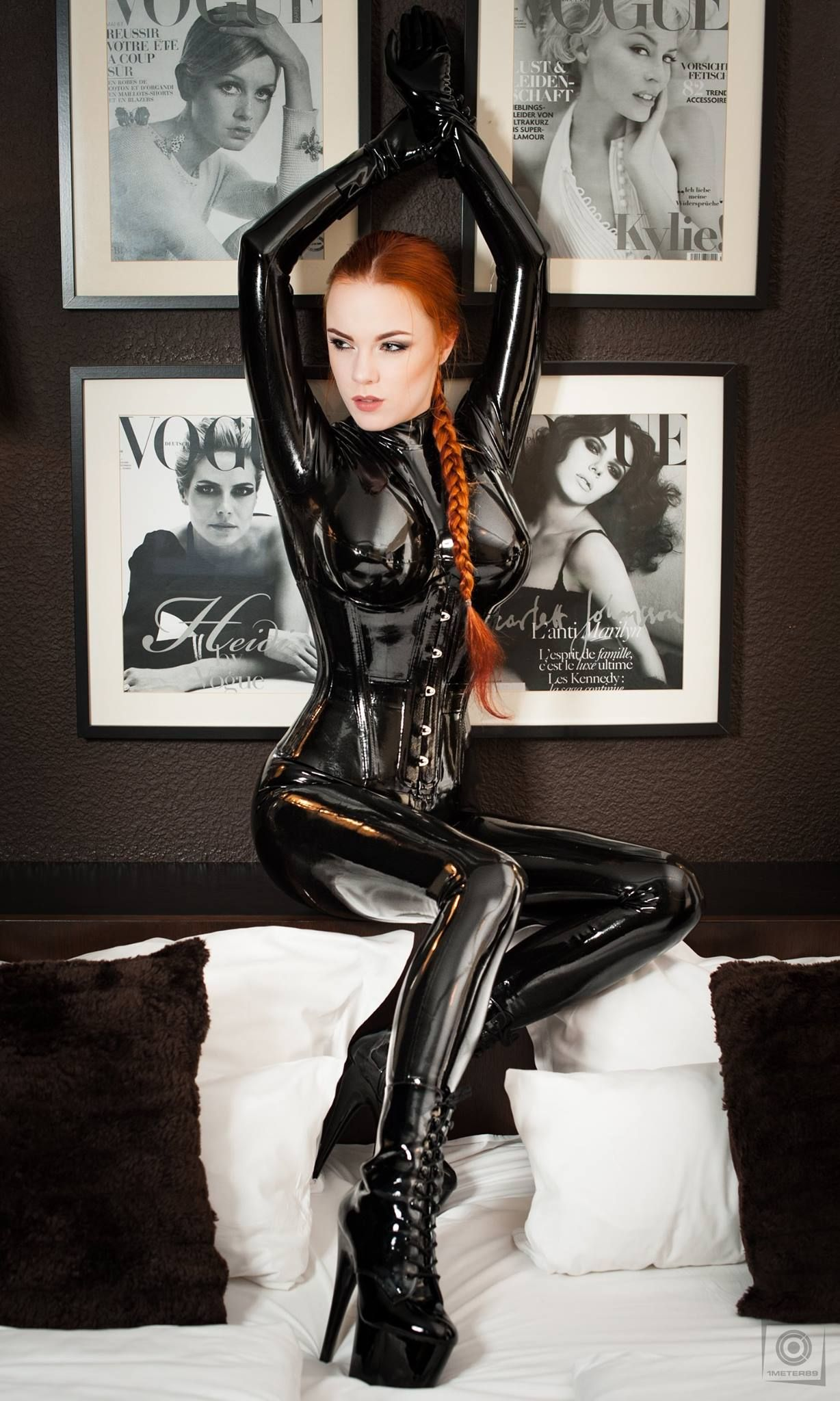 Foto Retouch 1meter89 Photography Catsuit And Corset Fantastic Rubber Make Up Hair Sarah