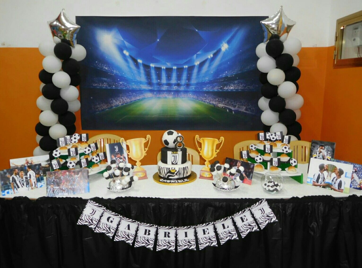 Compleanno tema Juventus   Фото зона из шаров.   Birthday Cake