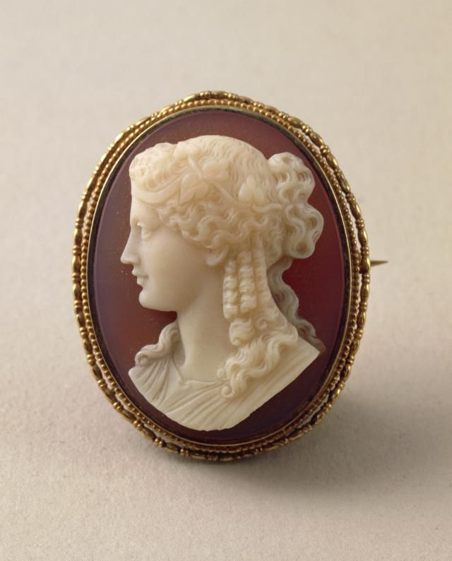 Is Your Cameo Real Learn What Makes A Cameo Valuable By Examining More Closely We Ll Help You Determine Vintage Cameo Jewelry Cameo Jewelry Vintage Costumes