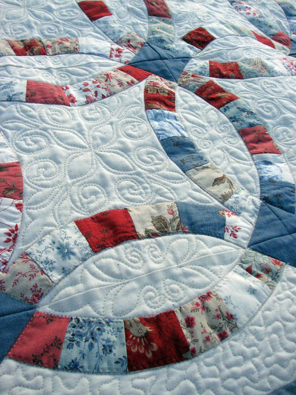 wedding ring quilt pattern Double Wedding Ring quilt in French General Rural Jardin fabrics Close up of quilting at