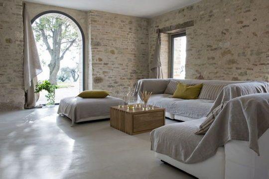 Rénovation d\u0027une ferme  l\u0027exemple magique d\u0027une maison italienne