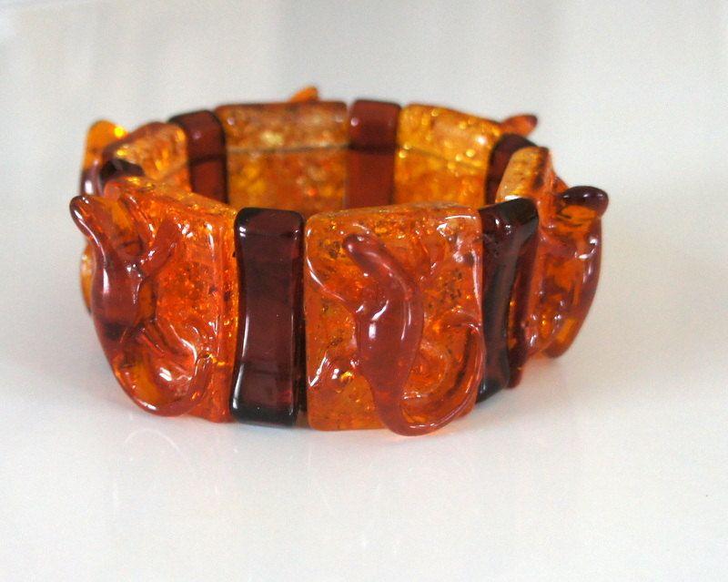 Vintage Art Deco Bakelite Faux Golden Amber Carved Figural Gecko