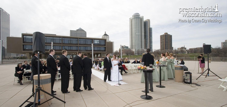 Milwaukee County War Memorial   Reception Sites 101: Downtown Milwaukee   Premier Bride Wisconsin