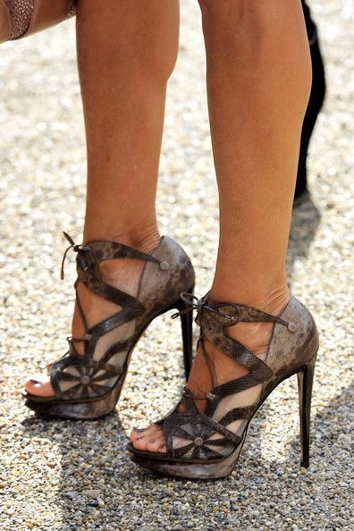 6dbc7413c845 AWESOME Sarah Jessica Parker Platform Sandals