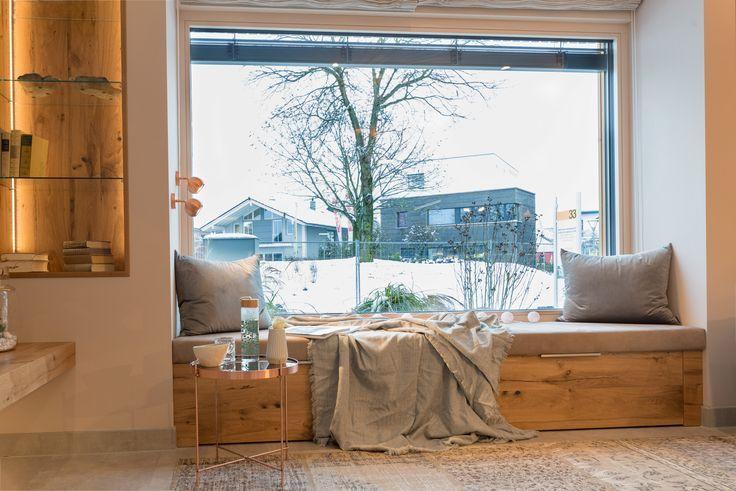 Große Fenster mit Platz zum Entspannen   – Fensterplätze & Glasoasen