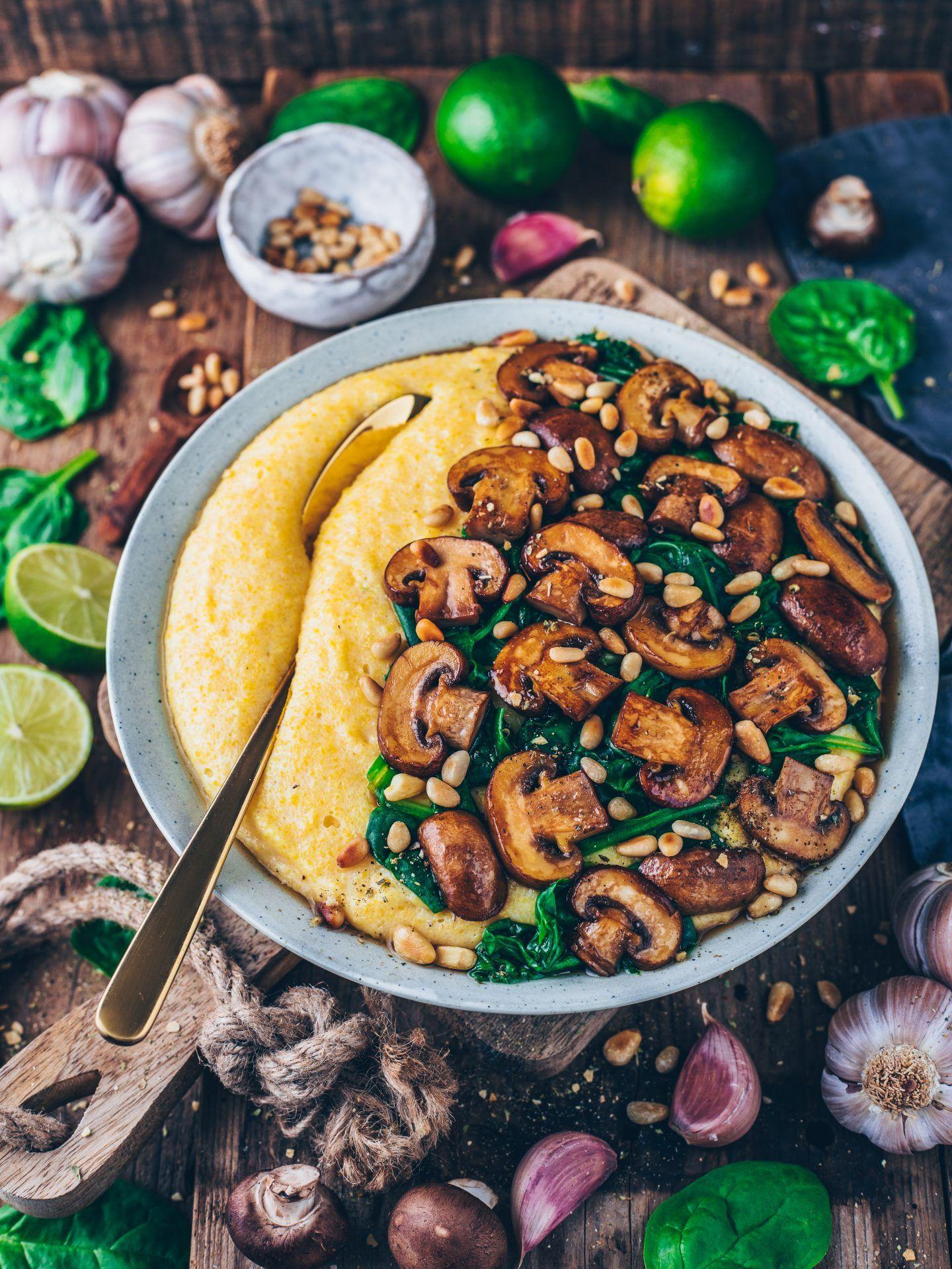 Cremige Vegane Polenta mit Pilzen und Spinat #healthydinnerrecipes