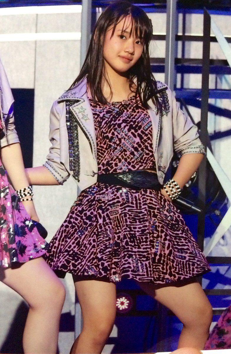 ライブでの横山玲奈の衣装の画像