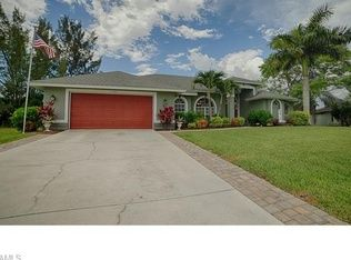 1105 Sw 27th St Cape Coral Fl 33914 Zillow Cape Coral House Styles Outdoor Decor