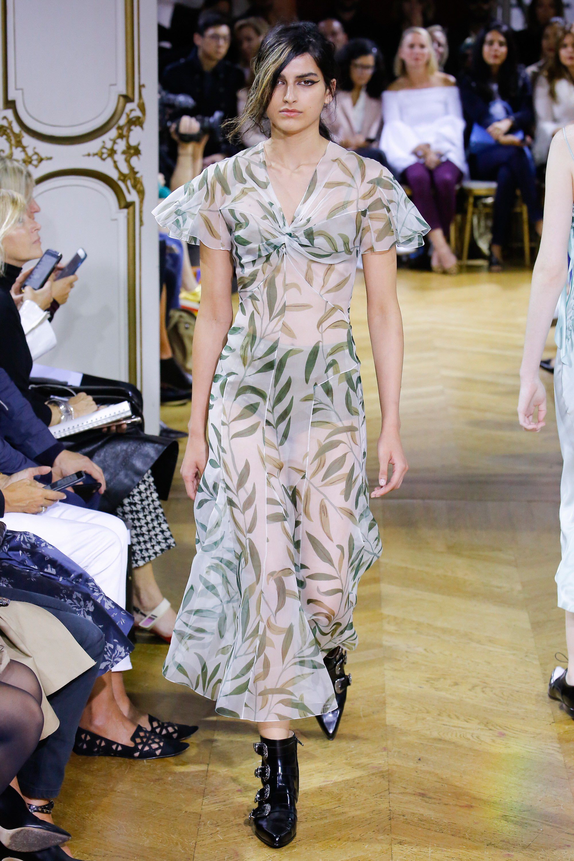 John Galliano Spring 2018 Ready-to-Wear Fashion Show Collection ... c15e560696b