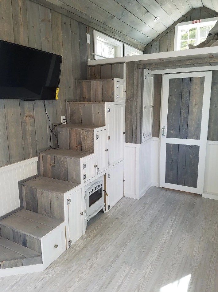 beautiful tiny home on wheels with large kitchen bathroom and storage haus mini maison. Black Bedroom Furniture Sets. Home Design Ideas