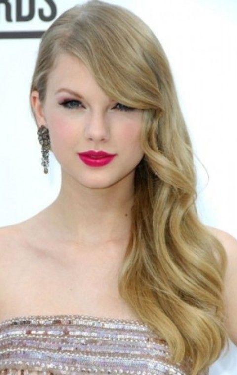 Taylor Swift Hairstyles Radiant Side Parted Hairstyle