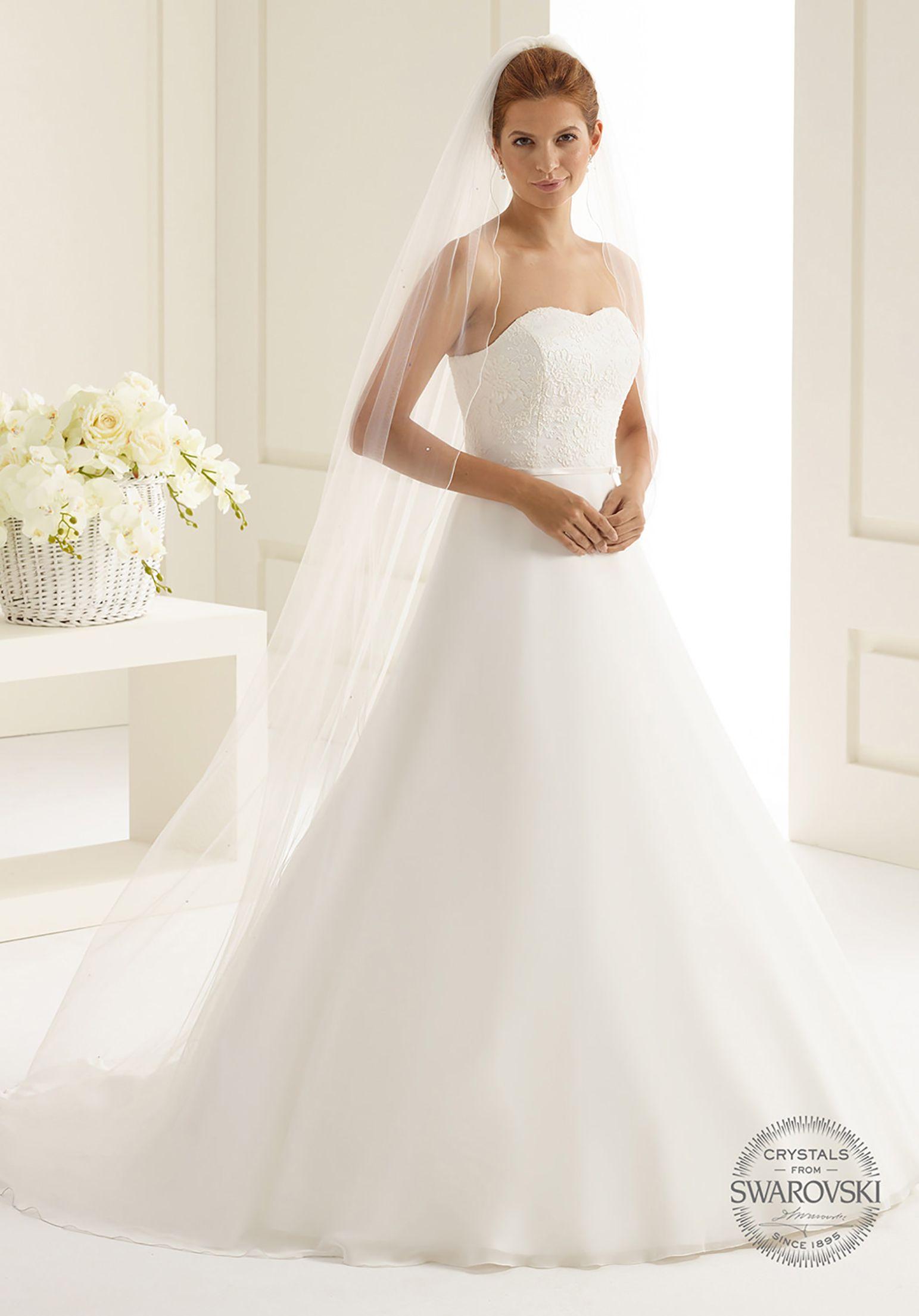 9719176d8e Delicate veil S222 from Bianco Evento  biancoevento  veil  swarovski   weddingdress  weddingideas