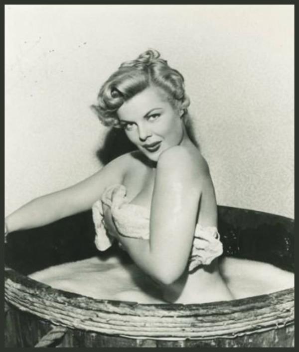 Cleo MOORE '40-50 (31 Octobre 1924 - 28 Octobre 1973)