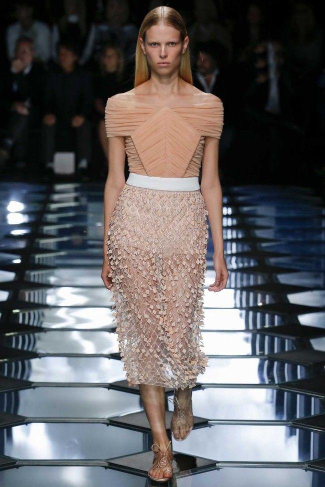 Balenciaga ready-to-wear spring/summer '15 gallery - Vogue Australia